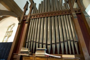 1156364-church-organ
